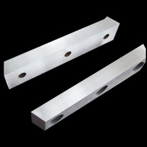 Straight shear blade for cutting wire rods